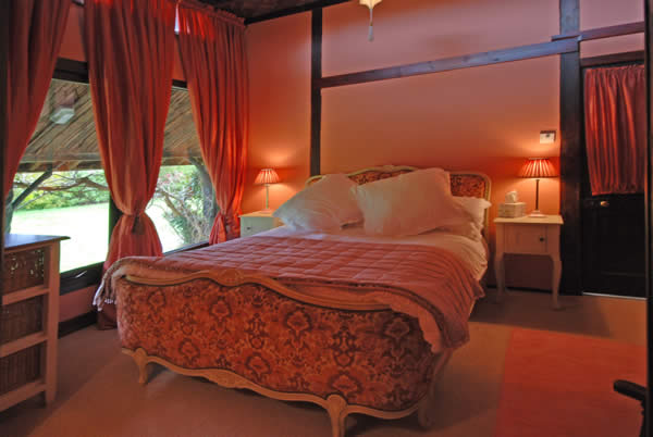 Great Art Decoration: Indian Bedroom Design