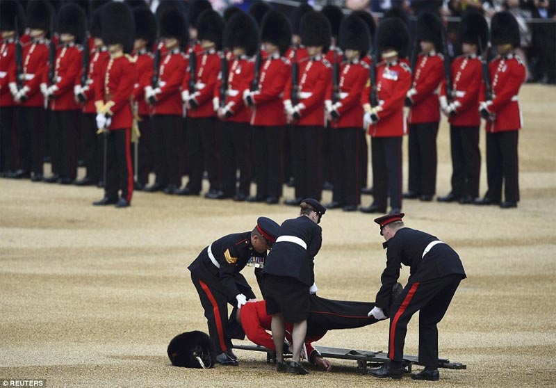 Soldier tumbles and faints during parade for Queen of England