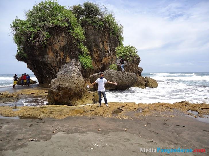Pantai Madasari, Pesona Keindahan Pantainya Sangat Eksotis