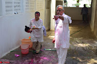 Gulzaar Celeting Holi at his Home 13 03 2017 010.JPG