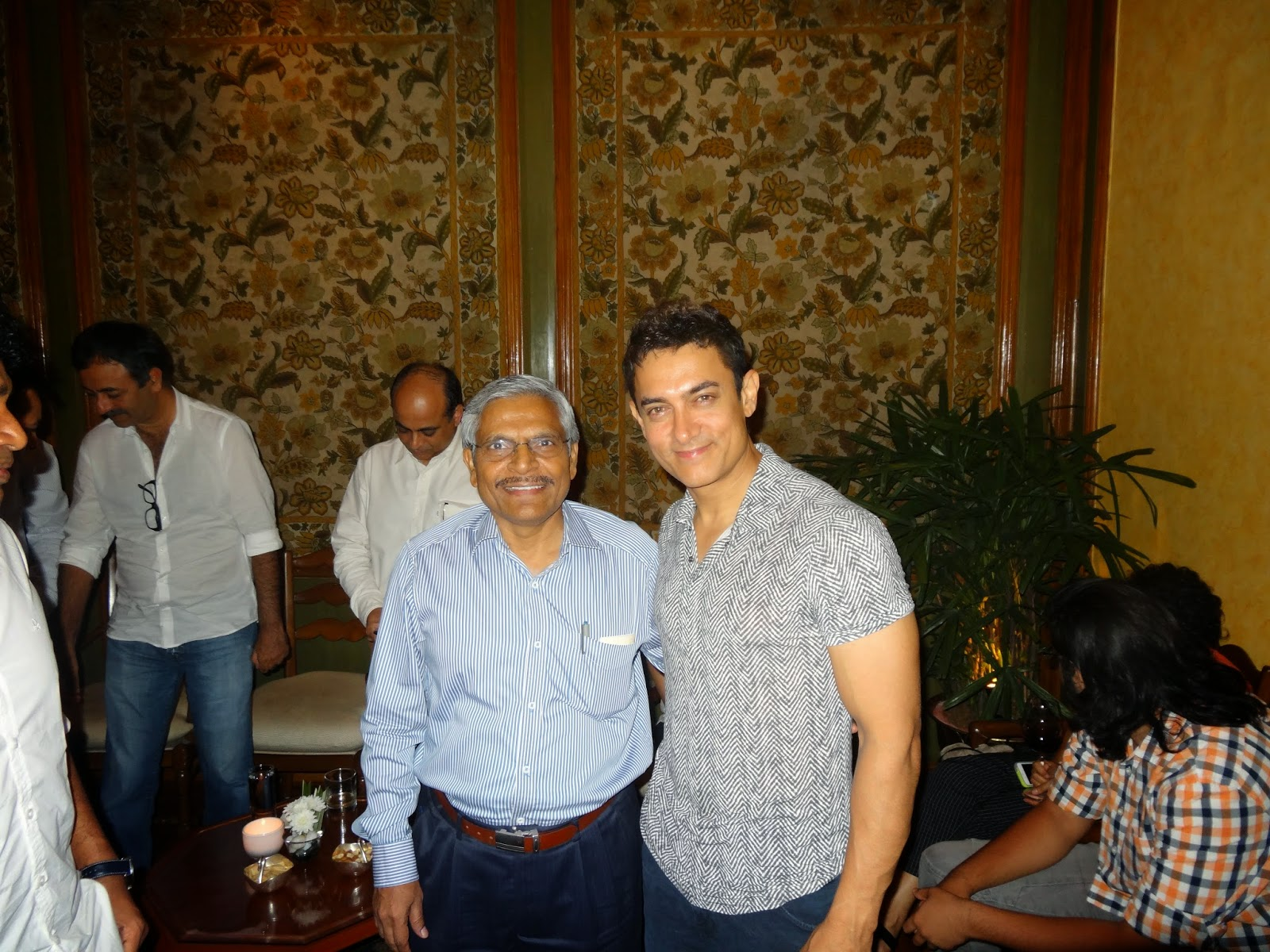 Aamir Khan with me in delhi during the shooting of Peekay