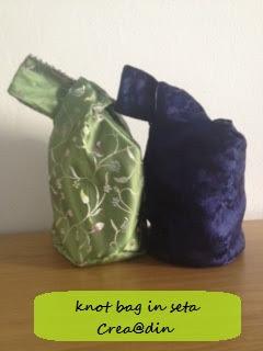 knot bag cucita con stoffa pesante cinese blu e salvia