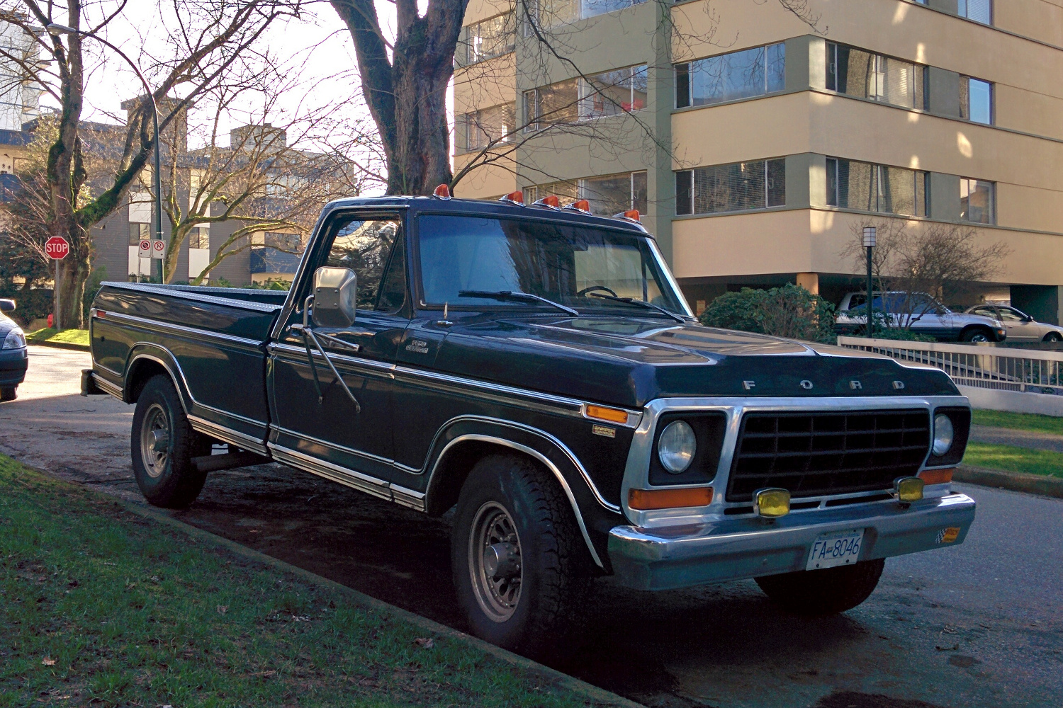 Old Parked Cars Vancouver: 1978 Ford F-250 Camper Special