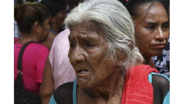 Abuelas a cargo de criar a sus nietos pueden recibir apoyo económico de 292 PESOTES