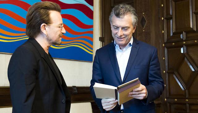 Macri recibió a Bono, el líder de U2 en la Casa de Gobierno