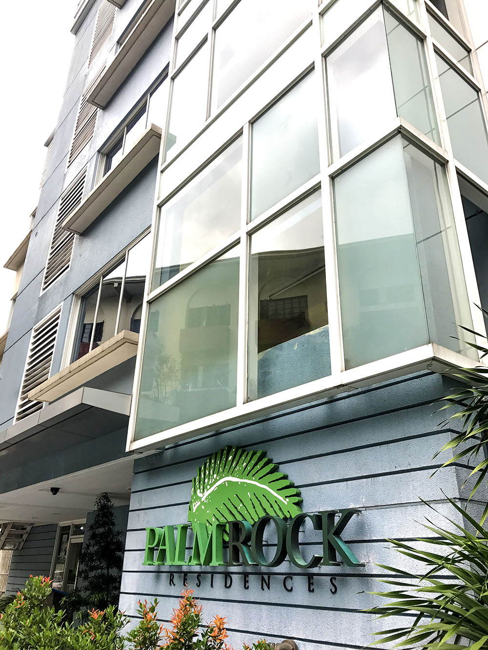 Affordable Stay Around Rockwell Makati: Palm Rock Residences