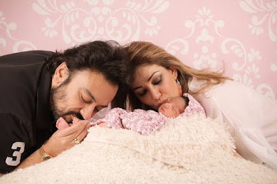 adnan-sami-gives-first-look-of-daughter