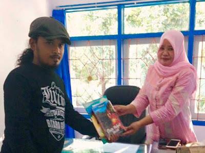 Dukung GPMB, Musly Anwar Sumbang Buku Cerita Rakyat Tana Luwu