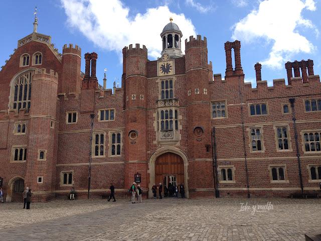 Entrada al palacio desde el Patio de Armas