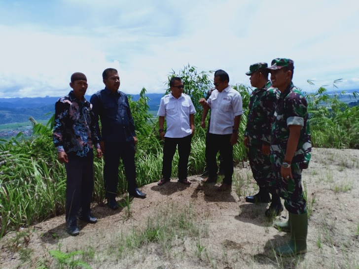 Anggota Kodim 0417 Kerinci bersama Dinas PU dan Kades Tinjau Lokasi Rehap Jalan
