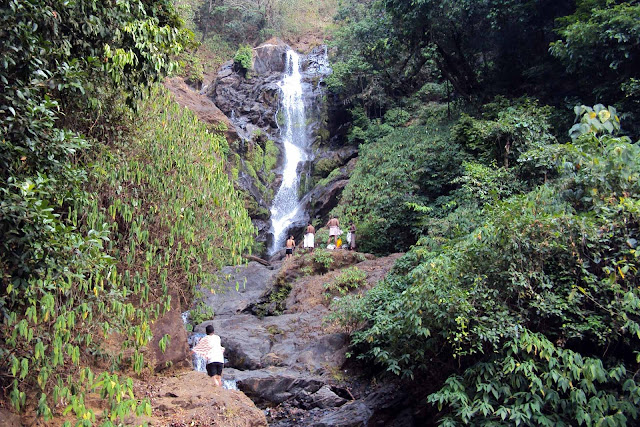 Vibhuti falls during peak summer (Mar-2011)
