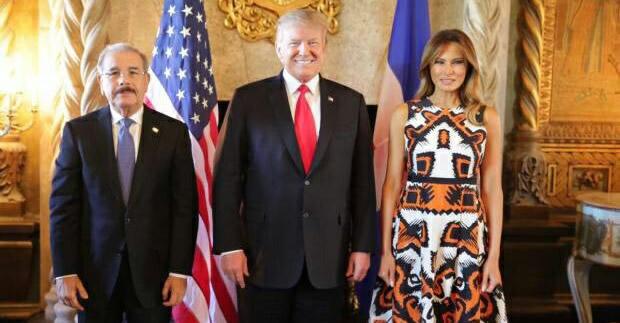 """Miami.- El presidente de Estados Unidos, Donald Trump, trató este viernes de la importancia de una """"transición democrática pacífica"""" en Venezuela con los gobernantes de cinco naciones caribeñas con los que se propone estrechar unas relaciones que la Casa Blanca considera """"fuertes""""."""