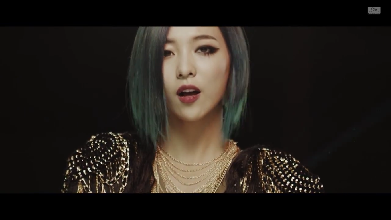 dynamic me: Today's MV: f(x) Red Light F(x) Luna 2014 Red Light