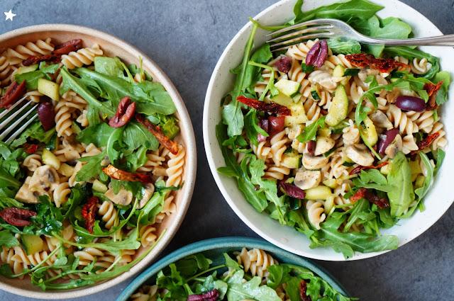 salade estivale pâtes roquette champignons vegan manger sain organic