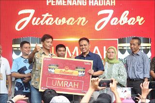 Pemenang hadiah paket Umroh Jutawan Jabar
