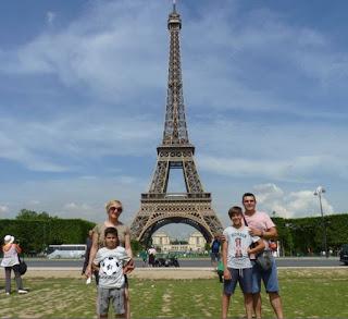 La Torre Eiffel desde el Campo de Marte.