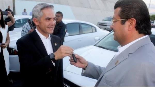 Mancera dona patrullas para mejorar seguridad...en Cd. Juárez, Chihuahua.