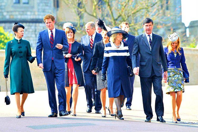 İngiltere Kraliyet Ailesi fertlerinin kürklü kıyafetler giymesi III. Edward tarafından 12. asırda yasaklanmıştır.