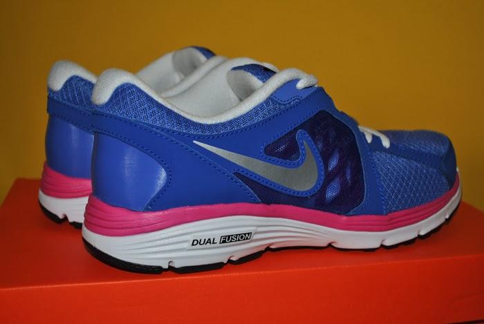 Niebieskie buty marki Nike