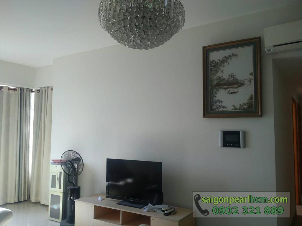 Bán Saigon Pearl Ruby2 122m2 tầng cao 3PN - đèn chùm, tivi phòng khách