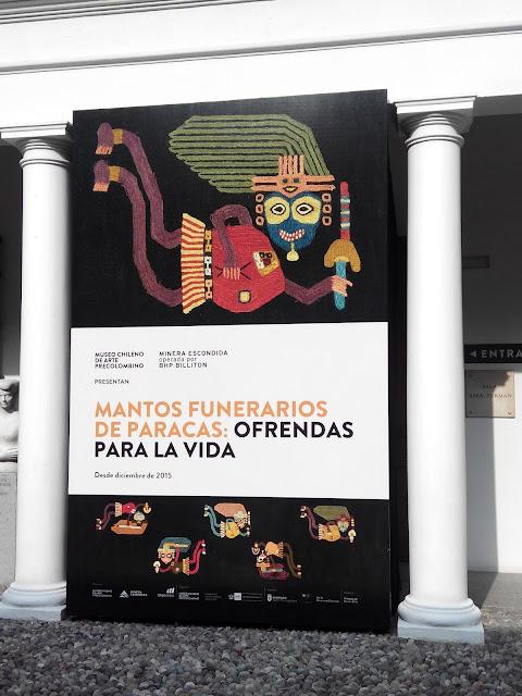 Exposición de mantos de Paracas en Santiago de Chile