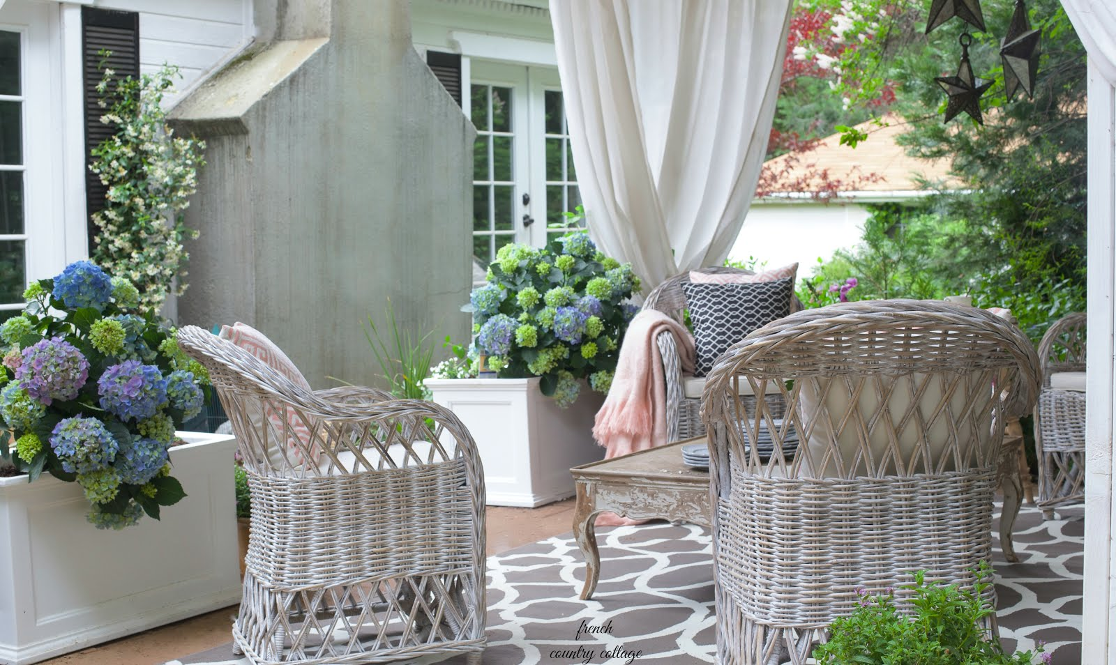 How To Create Rustic Cottage Charm On Your Patio
