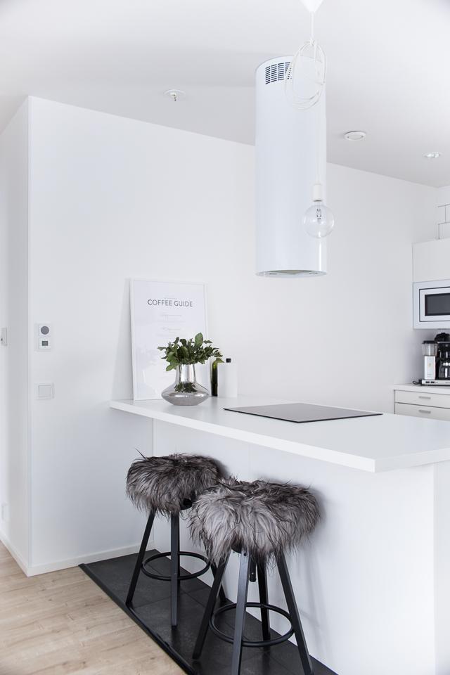 Villa H, keittiö, keittiön raikastus, keittiön sisustus, valkoinen keittiö