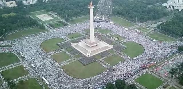 Aksi Reuni 212 Gak Sadar Sudah Disusupi Ribuan Pendukung Jokowi-Ma'ruf, Mengamati dari dalam!