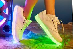 Buty ze światełkami LED z Biedronki