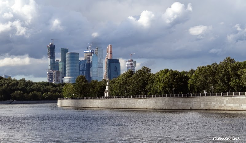le blog de clementine voyage en russie promenade en bateau sur la moskova moscou. Black Bedroom Furniture Sets. Home Design Ideas