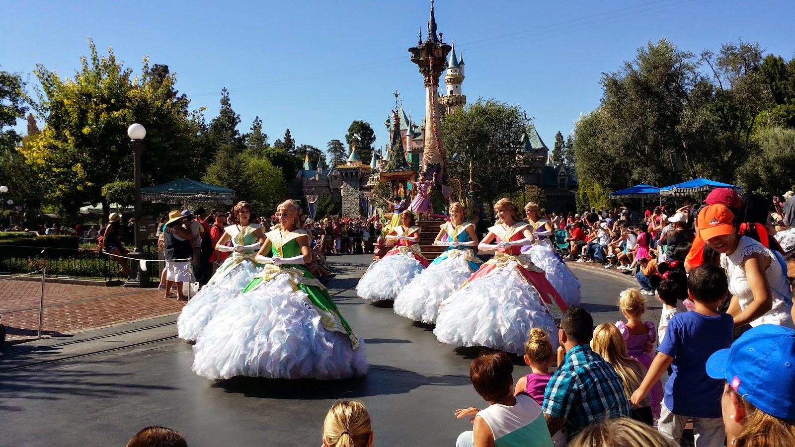Travel USA, disneyland USA, Disneyland anaheim, walt disney, USA california, fantasyland, disney advanture, disney parade