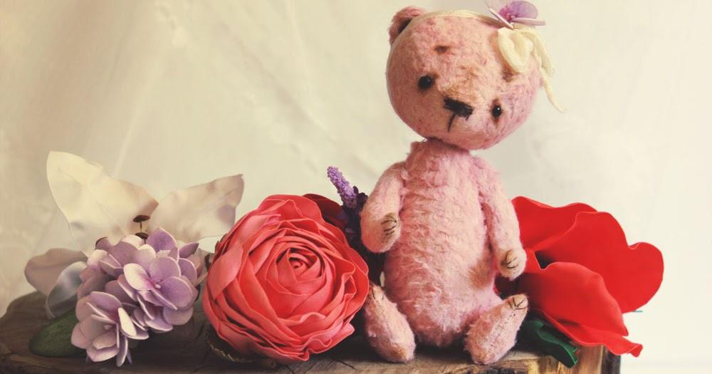 сам декор фото цветочного мишки обнимающего цветы что был расстроен