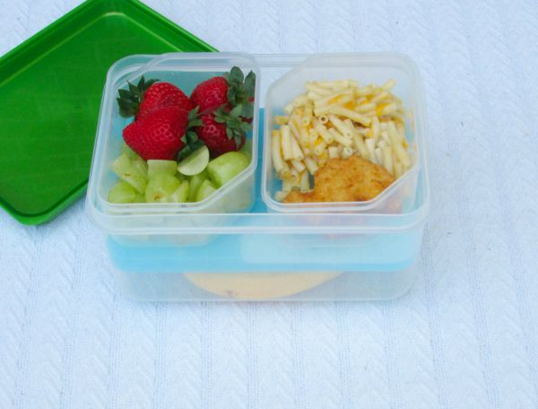 How to pack the perfect daycare bag for the baby or infant of a working mom: Packing lunch for a toddler in a bento box