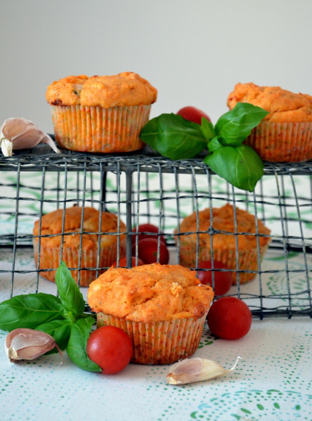 muffiny-z-suszonymi-pomidorami Muffiny z suszonymi pomidorami i mozzarellą