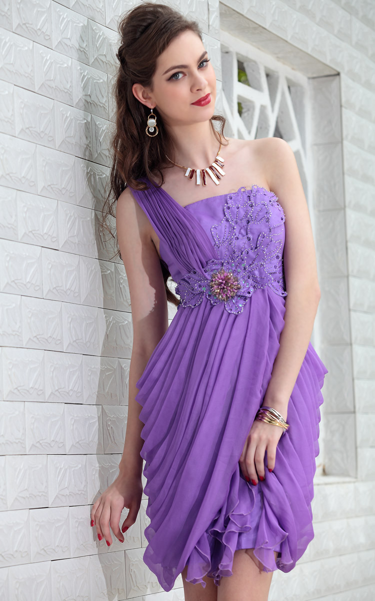 Graduation Dresses and Semi-Formal Party Dresses. At PromGirl, you are sure to find the promotion, commencement, or graduation dress of your dreams from our wide selection of casual and semi-formal dresses in a variety of colors and styles.