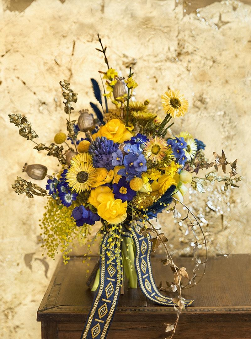 Arreglo floral campestre en tonos azules
