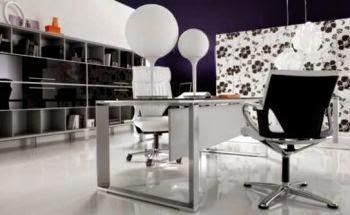 oficina en blanco y negro