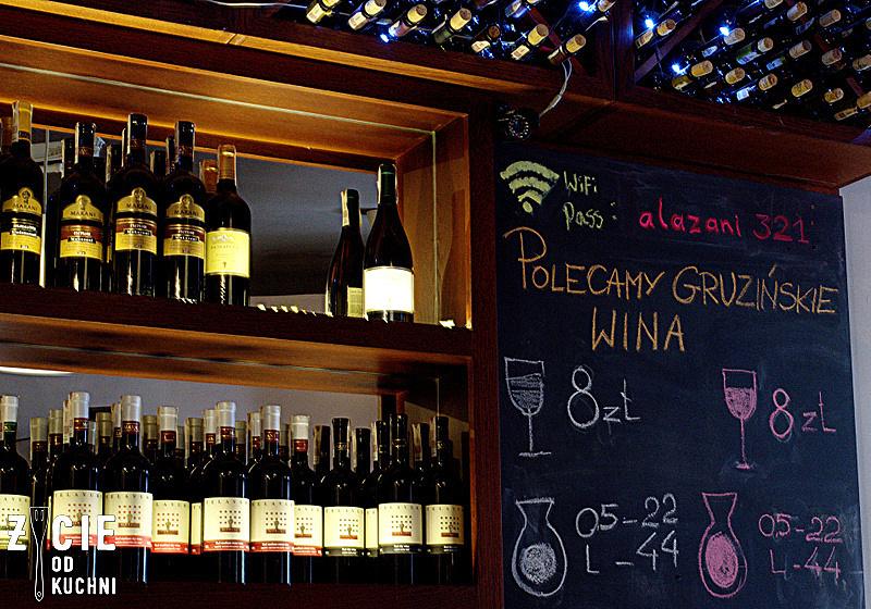 gruzinskie wina, smaki gruzji, gdzie zjesc w krakowie, kuchnia gruzinska, gruzinskie wino, supra, tamada, piotr wlezien, chinkali, badridżani, adzapsandali, pchali, soko kecze, tolma, chaczapuri, chaczapuri megruli, czalagadzi, lula kebab, mtsvadi, zycie od kuchni