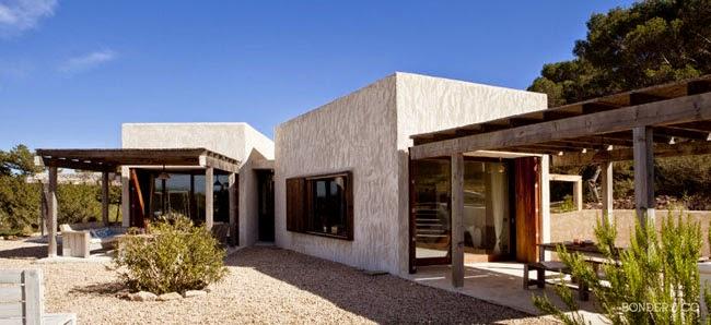 Estilo rustico casa rustica moderna en formentera for Casa moderna rustica