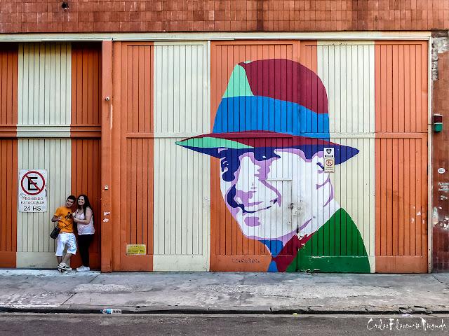 """Retrato de Carlos Gardel pintado en potón del """"Once"""""""