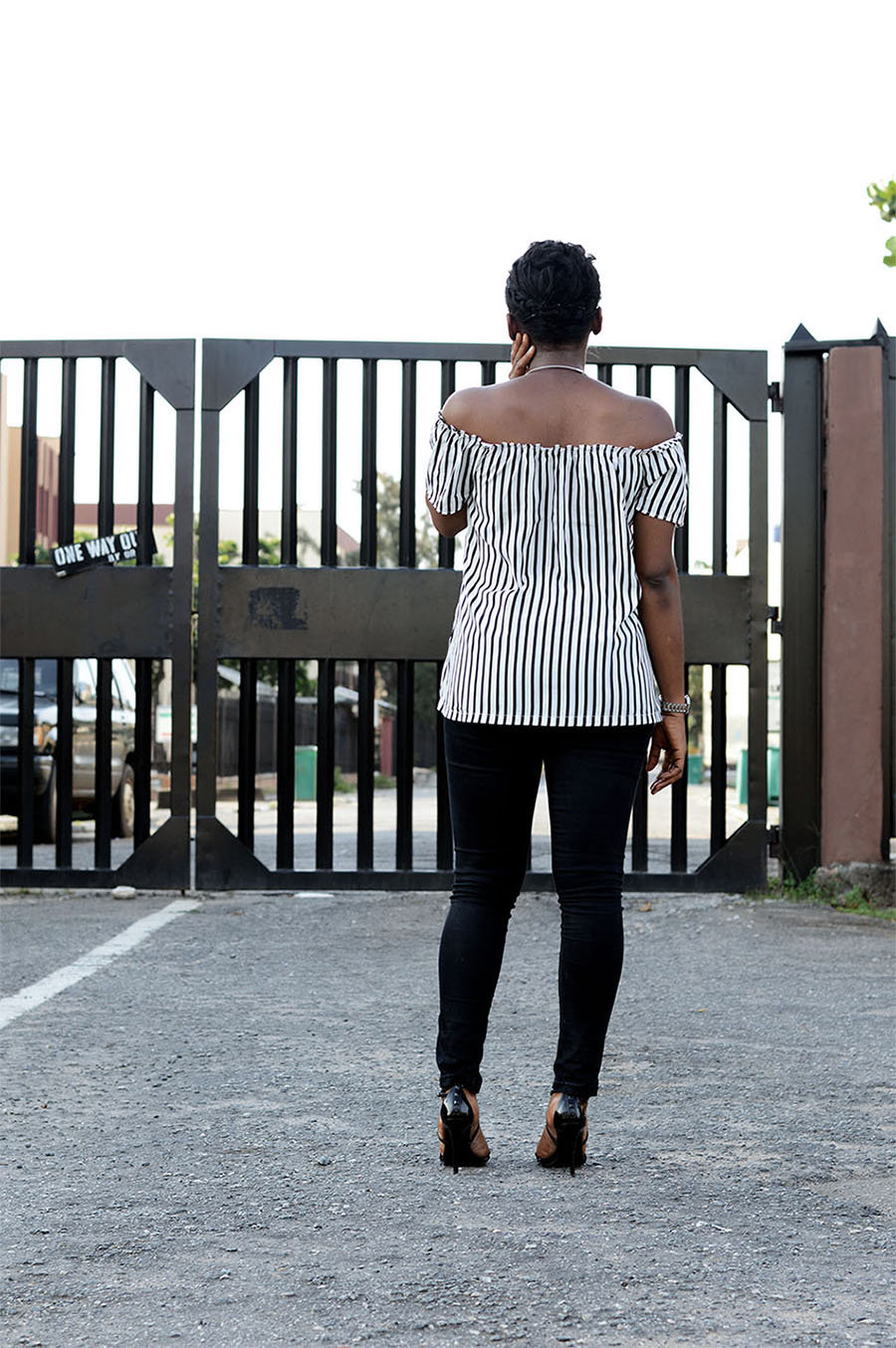 Off-The-Shoulders Striped Top Outfit Style