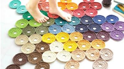 Alfombra con redondeles tejida con circulos de crochet