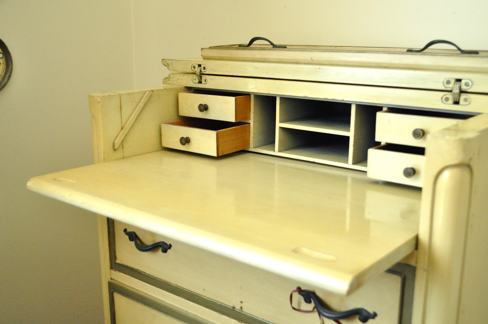 And A Pull Out Desk Top As Well