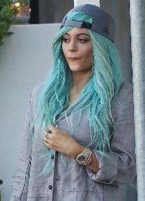 blue hair kylie jenner 2016