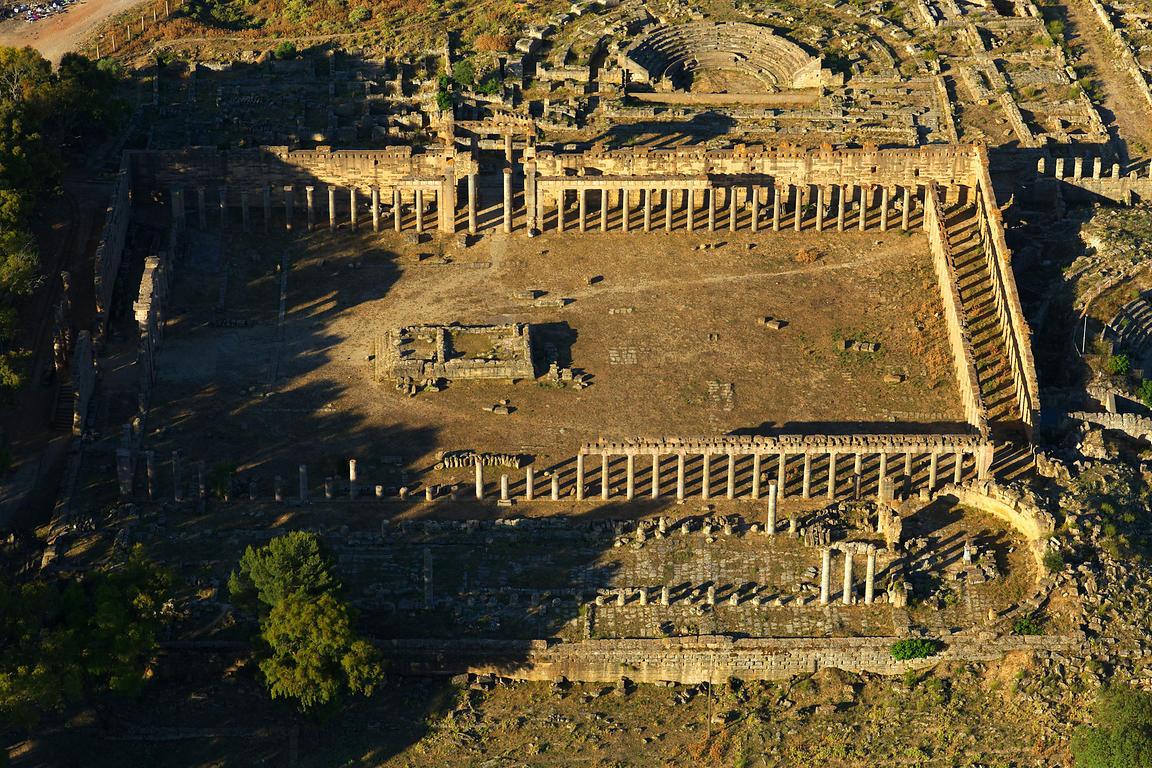 Sociedad griega en occidente mitos ritos y religi n for Gimnasio zeus