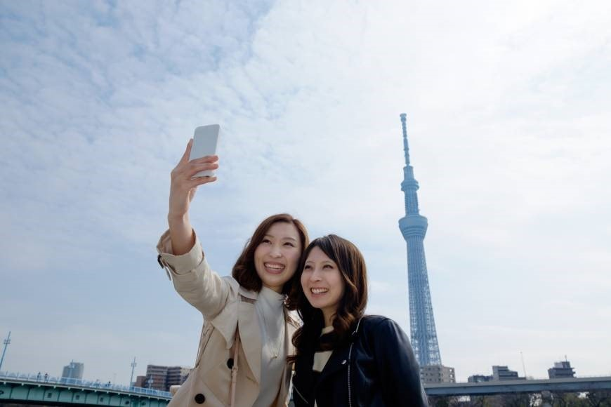 Hiring Fake Friends For Your Social Media Pictures! The latest Trend In Japan