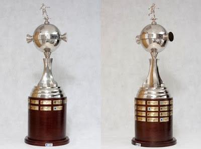 Troféus do Futebol  Os troféus da Libertadores espalhados pela América! 2243d025dc194
