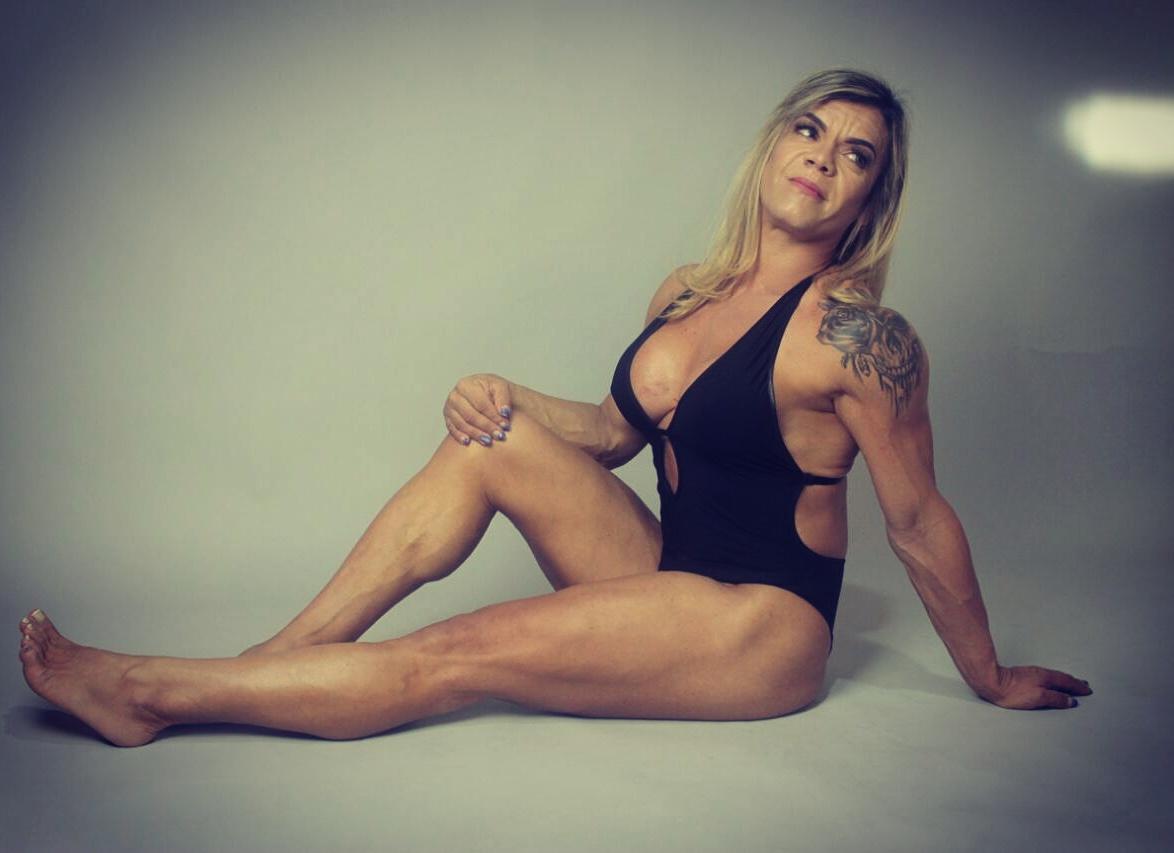 Atleta Carla Galvão posa para ensaio sensual. Foto: Victor Catinin