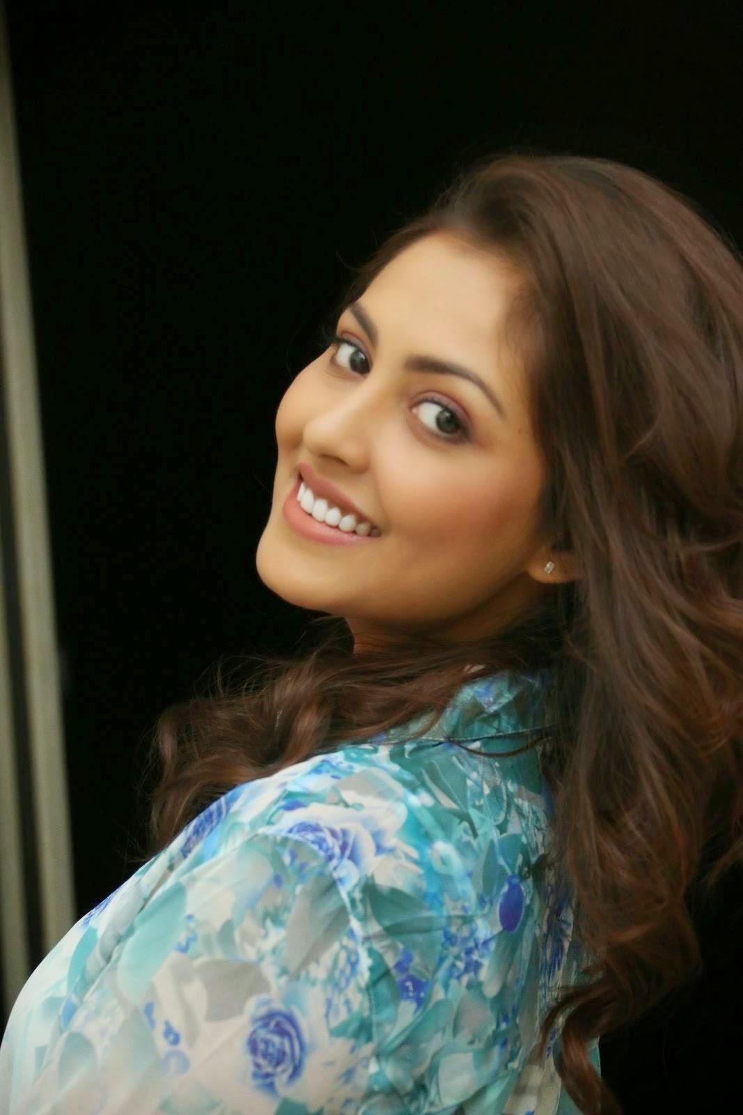Actress Madhu Shalini Pics, Madhu Shalini Hot Face Close up images