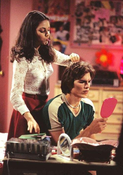 Mila Kunis et Ashton Kutcher dans la série That'70 Show